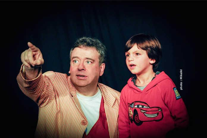 Deux regards vers le même imaginaire... Le Magicien Voyageur au théâtre l'Alambic Comédie, photo Mikelkl, novembre 2011.