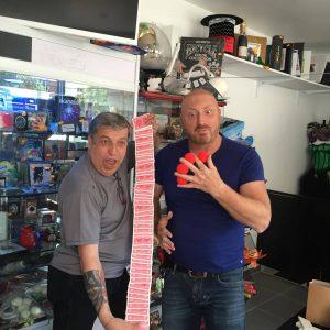 Joe et Claude du Le Bazar de la Magie