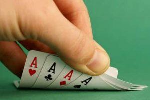 Cœur, trèfle, carreau, pique : les quatre couleurs d'un jeu de cartes classique