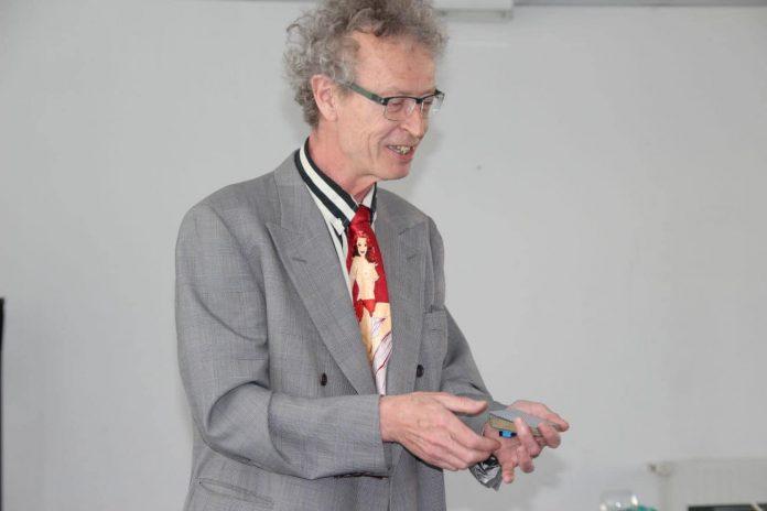 Conférence d'Alain de Moyencourt : son seul tour de cartes