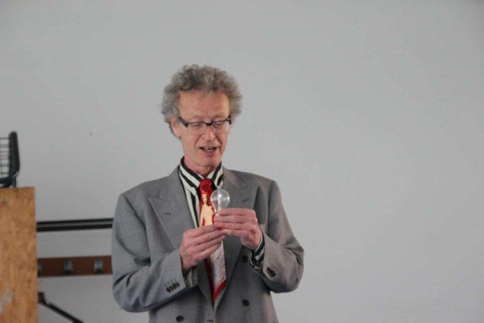conférence d'Alain de Moyencourt : l'ampoule qui s'allume toute seule