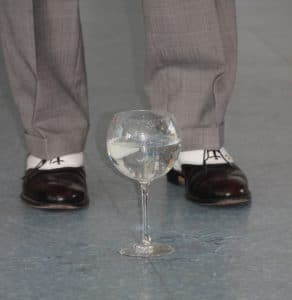 conférence d'Alain de Moyencourt : apparition d'eau dans un verre