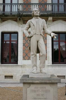 statue - La Maison de la Magie (Blois) Bicentenaire Robert-Houdin (1805-2005)
