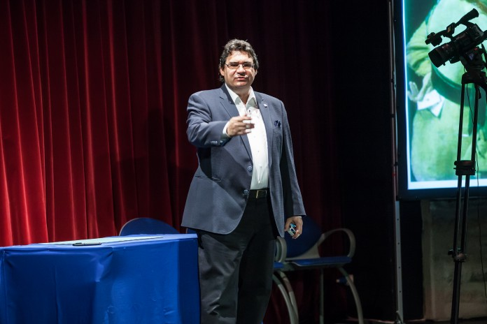 Conférence de Roberto GIOBBI au 49e Congrès FFAP à Besançon - Photo de Eric HOCHARD