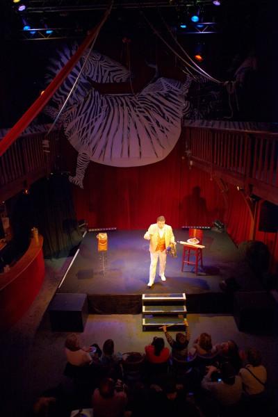 Le Magicien Voyageur dans son écrin au Zèbre de Belleville