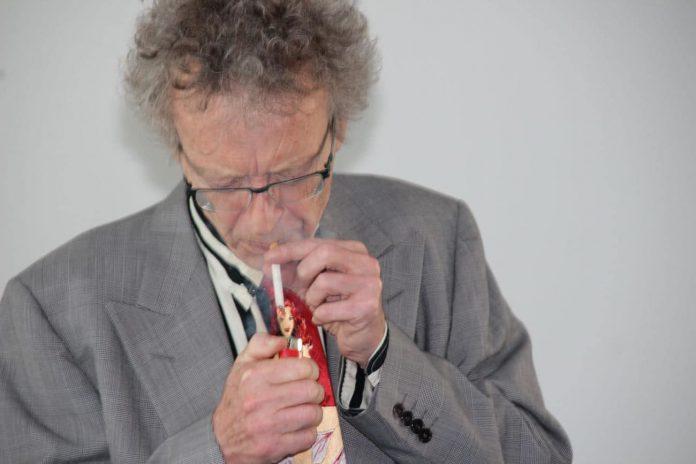 Conférence d'Alain de Moyencourt : la pause cigarette.