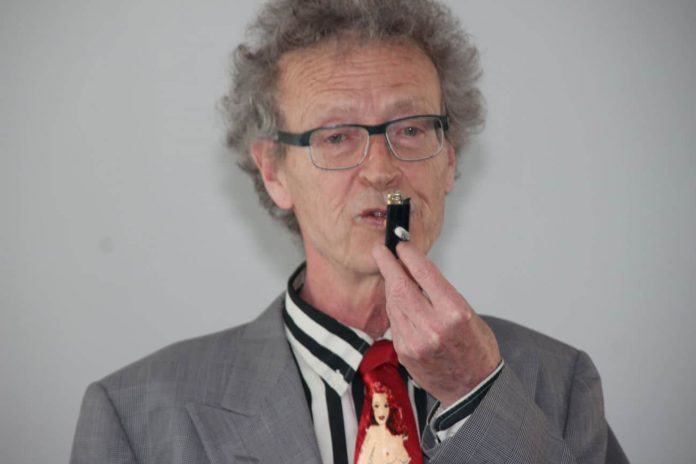 Conférence d'Alain de Moyencourt : le briquet transpercé par la cigarette