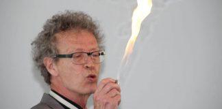 Conférence d'Alain de Moyencourt : cracheur de feu
