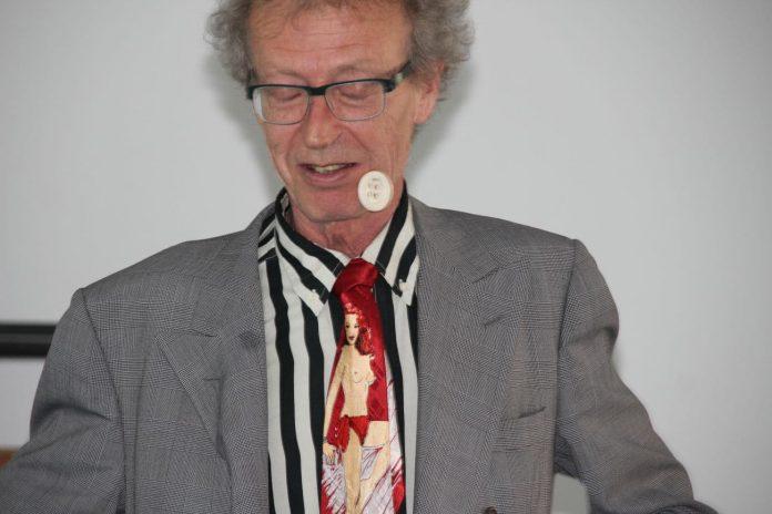 conférence d'Alain de Moyencourt : la chasse aux boutons